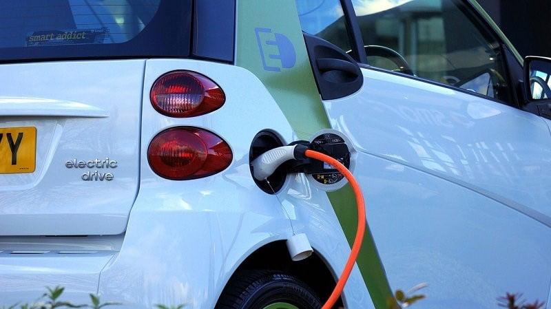 Claves para poder ahorrar con tu coche eléctrico