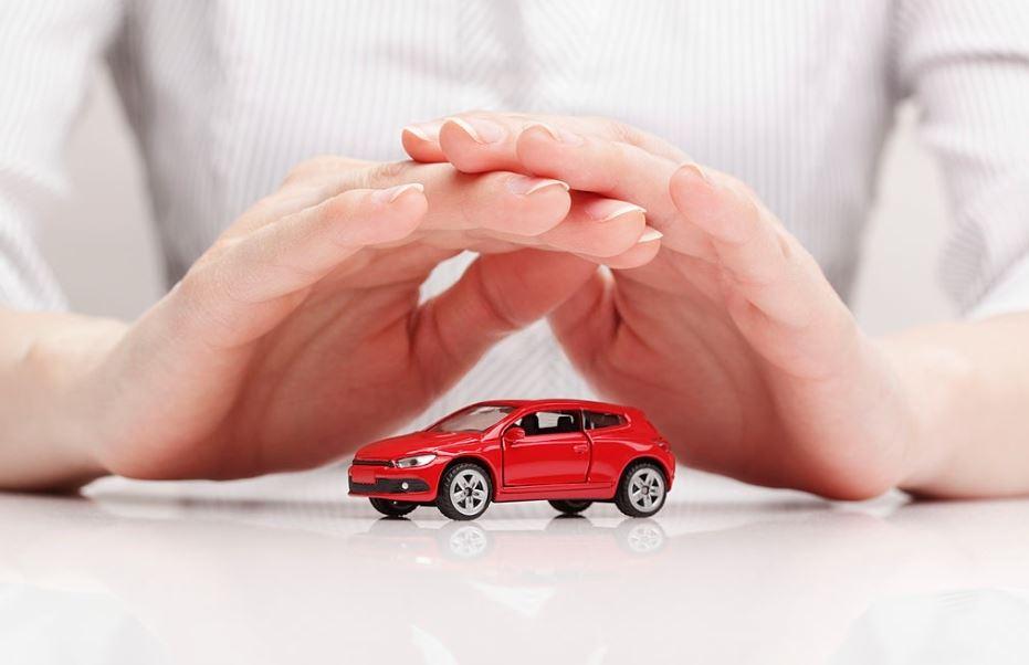 Seguros de coche a terceros: ¿Cómo funciona la póliza?
